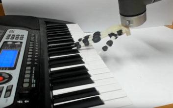 Δημιουργήθηκε ρομποτικό χέρι που μπορεί να παίξει πιάνο