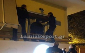 Αστυνομικοί μπήκαν από το παράθυρο για να σώσουν τη γιαγιά