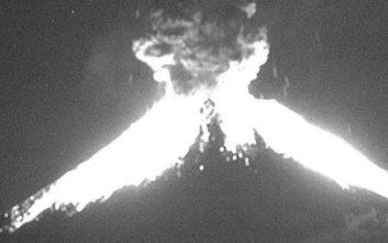 Ηφαίστειο εξερράγη και οι στάχτες έφτασαν τα 2χλμ ύψος