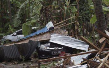 Μακραίνει η λίστα των νεκρών από το τσουνάμι στην Ινδονησία