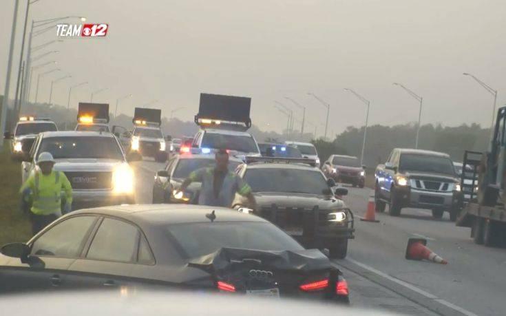 Η κίνηση του αστυνομικού σε αυτοκινητόδρομο συγκίνησε