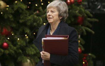 Η Μέι ξαναμετρά τις δυνάμεις της αναζητώντας διέξοδο από τον «λαβύρινθο» του Brexit