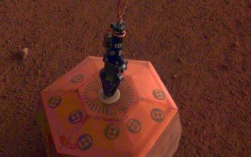 Το InSight τοποθέτησε το πρώτο όργανο στην επιφάνεια του Άρη