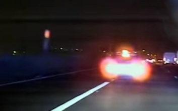 Μεθυσμένη οδηγός δεν καταλαβαίνει ότι την καταδιώκει η αστυνομία