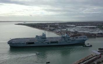 Δείτε το νέο θηριώδες αεροπλανοφόρο της Αγγλίας να πιάνει λιμάνι