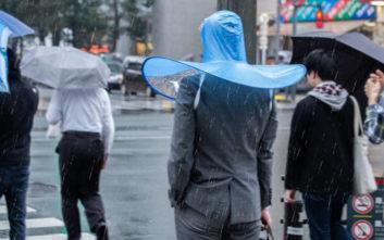 Η ομπρέλα που δεν χρειάζεται να την κρατάς με τα χέρια