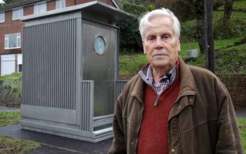 Στο πόδι η γειτονιά για την… τουαλέτα που έβαλε ο δήμος για οδηγούς λεωφορείων