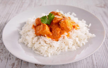 Κοτόπουλο με κάρι και ρύζι