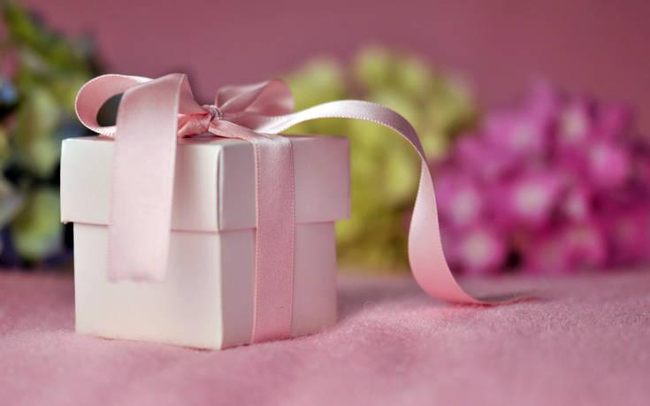 Το γαμήλιο δώρο της μητριάς και το σχόλιό της προκάλεσαν αμηχανία