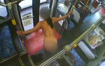 Μπήκε στο λεωφορείο της γραμμής, γδύθηκε και έκανε pole dancing