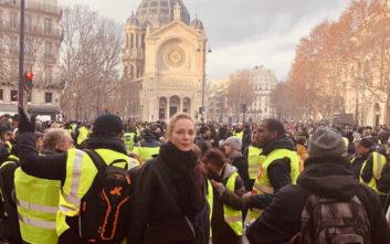Η Ούμα Θέρμαν στο Παρίσι με τα «κίτρινα γιλέκα»