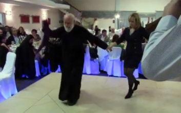 Ο 80χρονος ιερέας που χορεύει για τη Μακεδονία