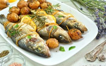 Λαβράκι στο φούρνο με πατάτες