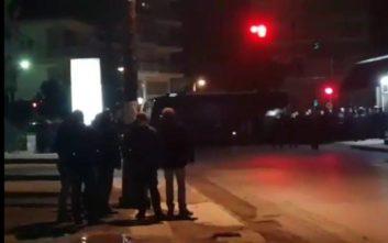 Βίντεο από τα επεισόδια έξω από το σπίτι βουλευτού του ΣΥΡΙΖΑ στην Κατερίνη