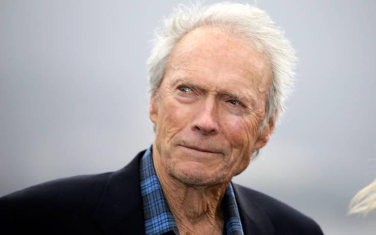Ο Κλιντ Ίστγουντ στα 88 του χρόνια έγινε… «βαποράκι»