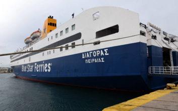 Πλοίο με 225 επιβάτες προσέκρουσε στο λιμάνι της Χίου