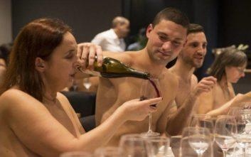 Λουκέτο στο μοναδικό εστιατόριο γυμνιστών στο Παρίσι