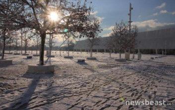 Εικόνες από τη χιονισμένη Αθήνα