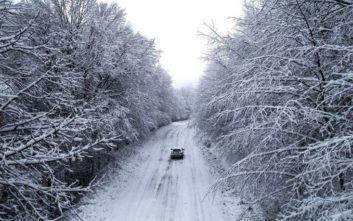 Περιπέτεια για ζευγάρι με το παιδί τους στα χιόνια στη Φθιώτιδα