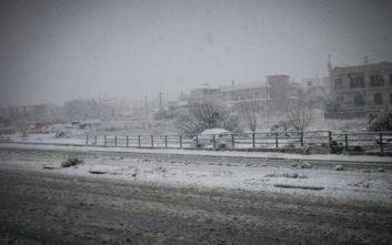 Εγκλωβίστηκαν σε Ι.Χ. λόγω του χιονιού σε Κοζάνη και Πτολεμαΐδα