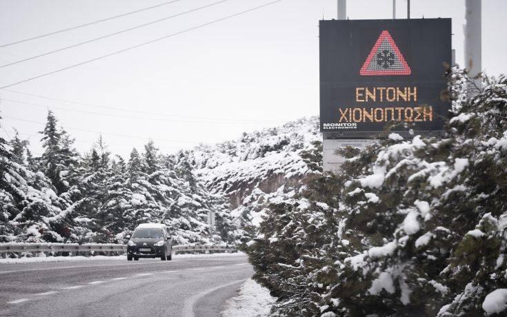 Έκλεισε λόγω χιονιού η λεωφόρος Πάρνηθας