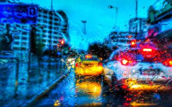 Καιρός: Ποιοι δρόμοι ασφυκτιούν λόγω καταιγίδας, μπλακ άουτ και πλημμύρες στην Αττική