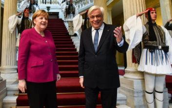 Παυλόπουλος σε Μέρκελ: Πάγια η θέση μας για γερμανικές αποζημιώσεις