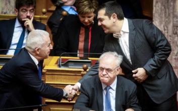 Η πρώτη εμφάνιση του Ευάγγελου Αποστολάκη στα υπουργικά έδρανα