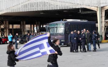 Αγρότες απέκλεισαν το τελωνείο των Ευζώνων, στα σύνορα με την ΠΓΔΜ