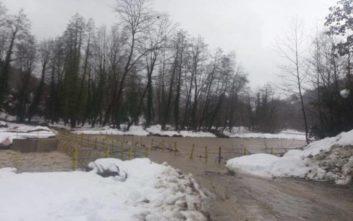 Επιχείρηση της ΕΜΑΚ για διάσωση άνδρα από ορμητικά νερά στη Φθιώτιδα
