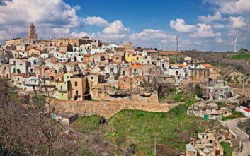 Πώς να μείνεις για τρεις μήνες δωρεάν σε ένα γραφικό χωριό του ιταλικού νότου