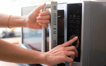 Δε θα πιστεύετε πόσα έβγαλε ο εφευρέτης του φούρνου μικροκυμάτων