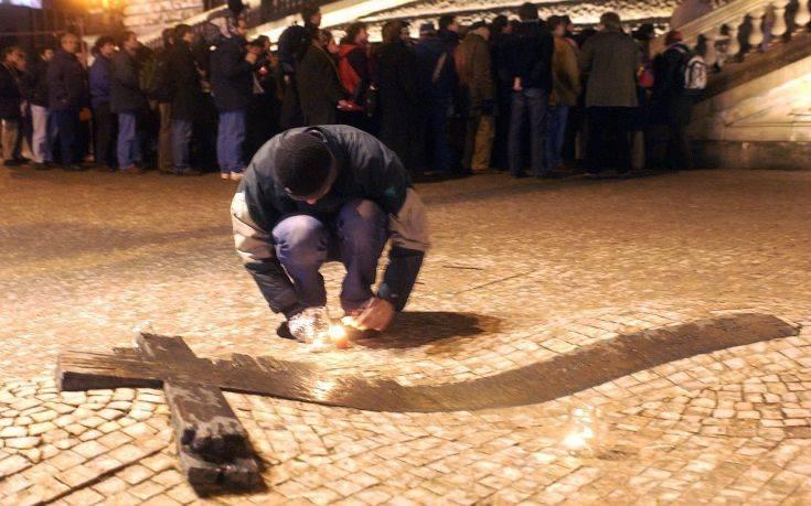 Άνδρας αυτοπυρπολήθηκε στην Πράγα, 50 χρόνια μετά τον Γιαν Πάλαχ