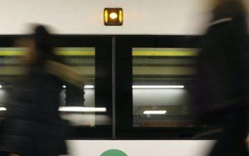 Έκπληκτοι οι επιβάτες στο μετρό, παρακολουθούσαν τρεις ομοφυλόφιλους σε σεξουαλικό όργιο