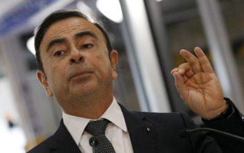 Πρώτη δημόσια εμφάνιση για τον έκπτωτο πρόεδρο της Nissan μετά τη σύλληψή του