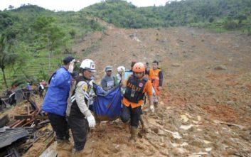 Στους 15 ο αριθμός των νεκρών από κατολίσθηση στην Ινδονησία