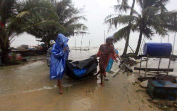 Η καταιγίδα Παμπούκ κρατά εγκλωβισμένους εκατοντάδες τουρίστες σε νησιά της Ταϊλάνδης