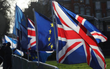 «Το Brexit έχει κοστίσει στη βρετανική οικονομία τουλάχιστον 80 δισ. λίρες»