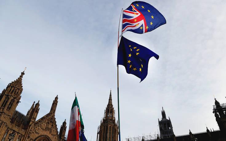 «Η βρετανική οικονομία κινδυνεύει με ύφεση καθώς πλησιάζει το Brexit»