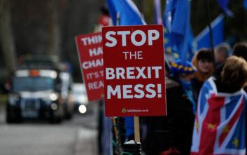 Πιθανό Brexit χωρίς συμφωνία διώχνει μία στις τρεις επιχειρήσεις από τη Βρετανία