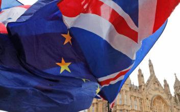 Σκληρή γραμμή από την Κομισιόν για το Brexit