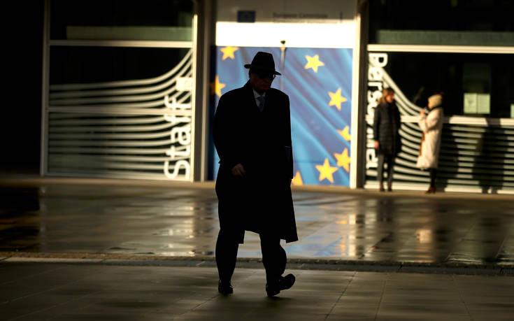 Προειδοποίηση Μοσκοβισί: Πλησιάζουμε σε Brexit χωρίς συμφωνία