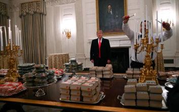 Πίτσες, πατάτες και εκατοντάδες μπέργκερ σε επίσημο γεύμα στον Λευκό Οίκο
