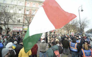 «Αρκετά πια» το μήνυμα χιλιάδων Ούγγρων προς τον Βίκτορ Όρμπαν
