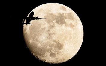 Εντυπωσιακές φωτογραφίες από την ολική έκλειψη Σελήνης