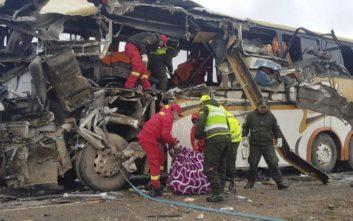 Τραγωδία στη Βολιβία από σύγκρουση δύο λεωφορείων