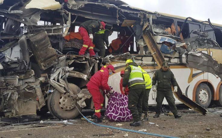 Λεωφορείο έπεσε σε χαράδρα, τουλάχιστον 25 νεκροί στη Βολιβία