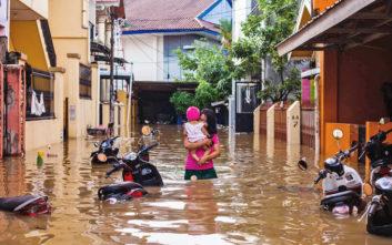 Πενήντα εννέα νεκροί στην Ινδονησία από πλημμύρες και κατολισθήσεις