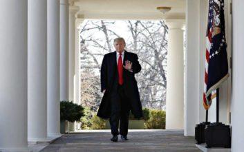 Πανίσχυρη επιτροπή ελεγχόμενη από τους Δημοκρατικούς «στριμώχνει» τον Τραμπ