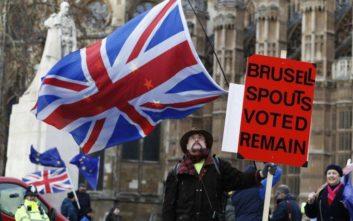 Έντονη αμφισβήτηση της Μέι από Βρετανούς βουλευτές για το Brexit